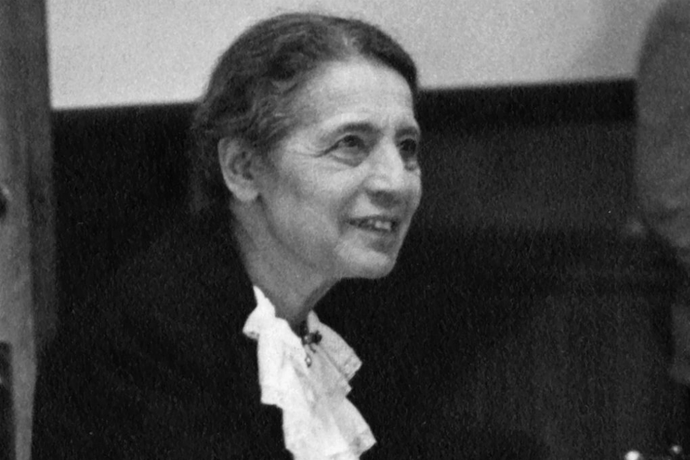 1024px-Lise_Meitner_(1878-1968)_lecturing_at_Catholic_University_Washington_D